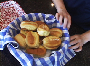 keeping dinner rolls warm Video